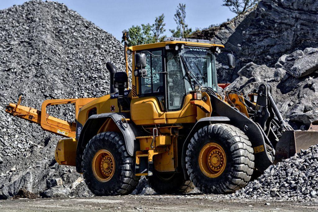 machine chantier gravier rochers