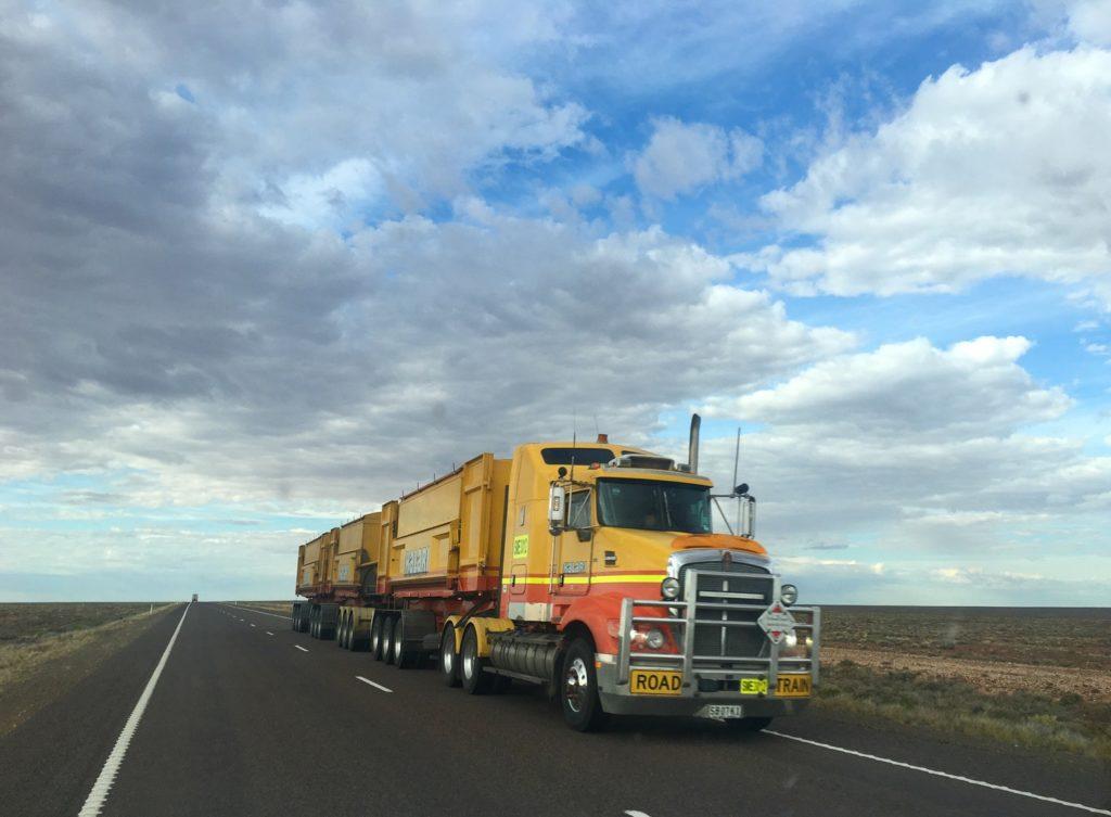 convoi poids lourd camion de livraison