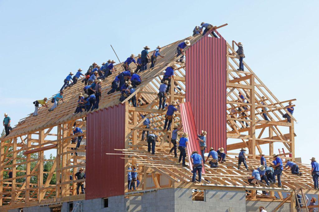 Maison ouvriers construction bois tôles charpentiers