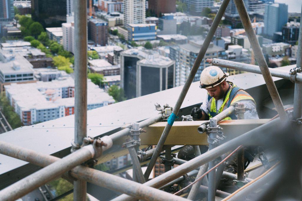 ouvrier construction hauteur